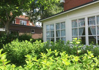 Veranda und Vorgarten